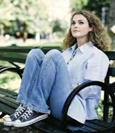 keri-russell-and-converse-chuck-taylor-all-star-lo-top-sneakers-gallery